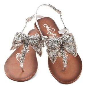 New Modcloth Twinkling Trimmings Sandal Silver 7